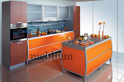 кухня meblium 7-72. Фасад пластик  с алюминевой рамкой:- от 5800 грн. за 1 м.п. Смотрите, в каком исполнении заказывают у нас кухню meblium 7-72:
